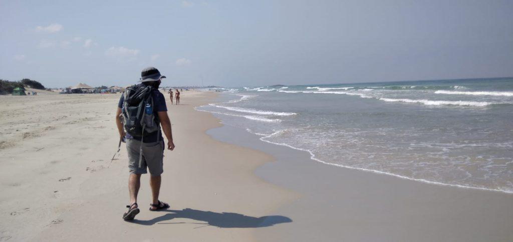 חוף מעין עין צבי סיור גיטרנים צלמת: עדי ברש